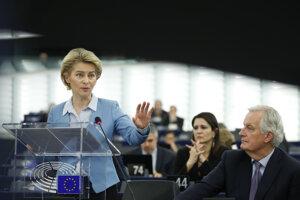 Predsedníčka Európskej komisie Ursula von der Leyenová (vľavo).