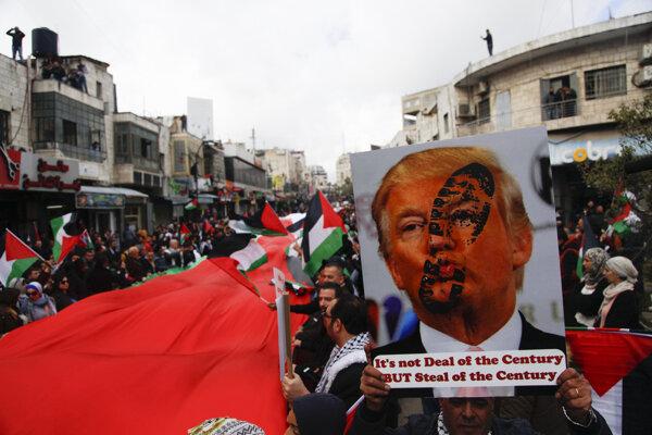 Plán má vyriešiť aj vlečúci sa izraelsko-palestínsky konflikt.