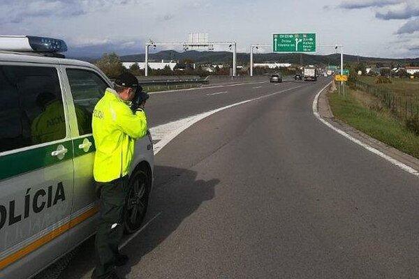 Kontrola polície v okrese Nové Mesto nad Váhom.