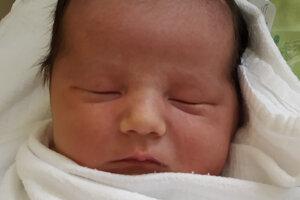 Damián Zanovit (3900 g, 50 cm) sa narodil 1. januára 2020 rodičom Zdenke a Tomášovi z Tvrdošína. Doma sa z neho teší Barborka a Timejka.
