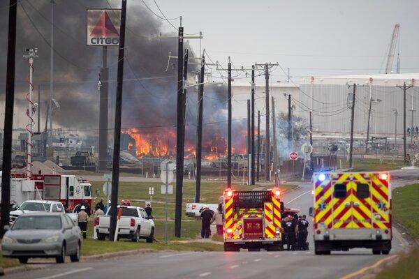 V texaskom meste Corpus Christi vypukol v rafinérii spoločnosti Citgo požiar.