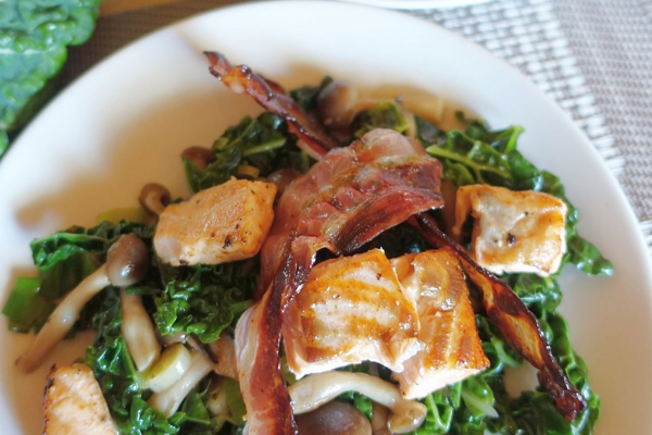 Losos s cesnakovým kelom a slaninkou
