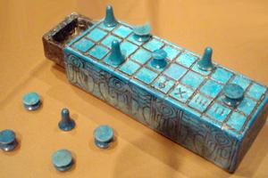 Senet, najstaršia známa stolová hra sveta.
