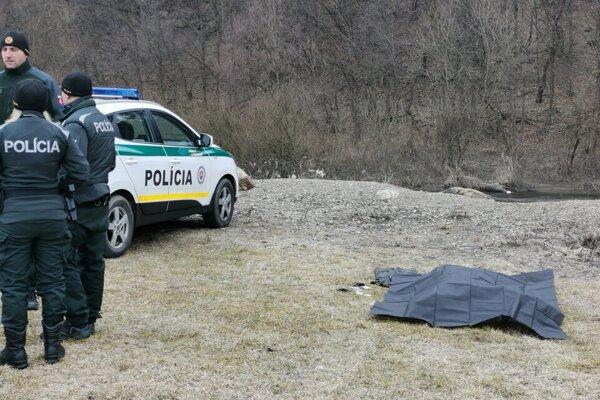 Polícia vyšetruje smrť muža, ktorý sa utopil v Hornáde.