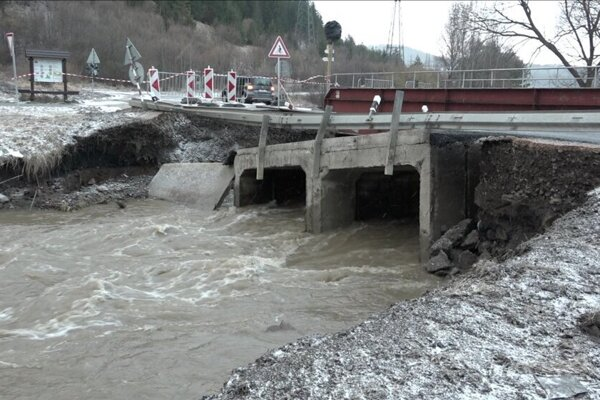 Most poškodilo zlé počasie.