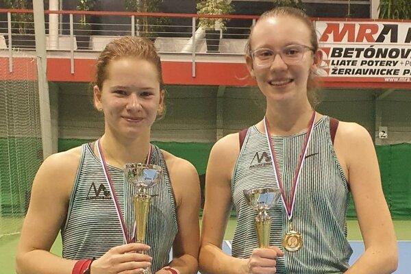 Petra Janigová a Nina Kyseľová (vpravo).
