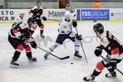 Dubnica (v bielom) prehrala s Capitals Bratislava aj ďalší zápas.