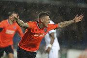 Slovenský obranca Istanbulu Martin Škrtel oslavuje svoj gól v 31. minúte v odvete šestnásťfinále Európskej ligy vo futbale Basaksehir Istanbul - Sporting Lisabon.
