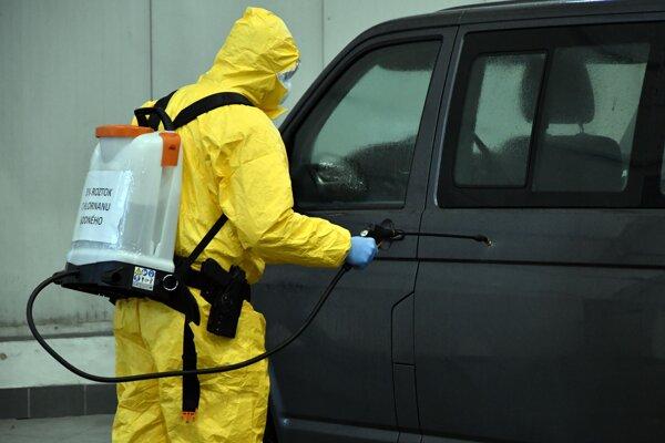 nácvik zložiek pri podozrení výskytu nového koronavírusu na hraničnom priechode Vyšné Nemecké.