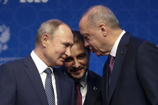 Ruský prezident Vladimir Putin (vľavo) a turecký prezident Recep Tayyip Erdogan.