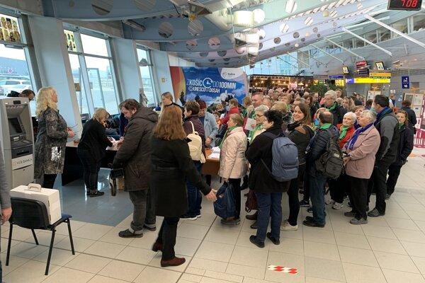Košické letisko sa zmenilo na volebnú miestnosť.