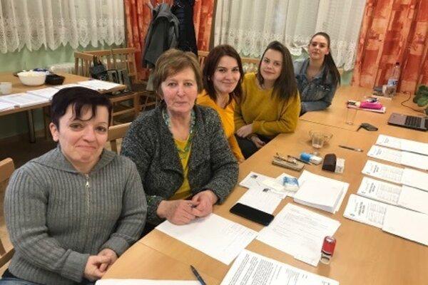 ženské zloženie okrskovej komisie v Lopašove