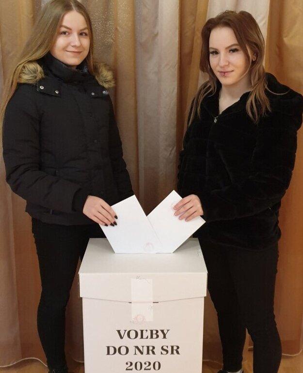 Dvojčatá Natália a Veronika Bartošové.