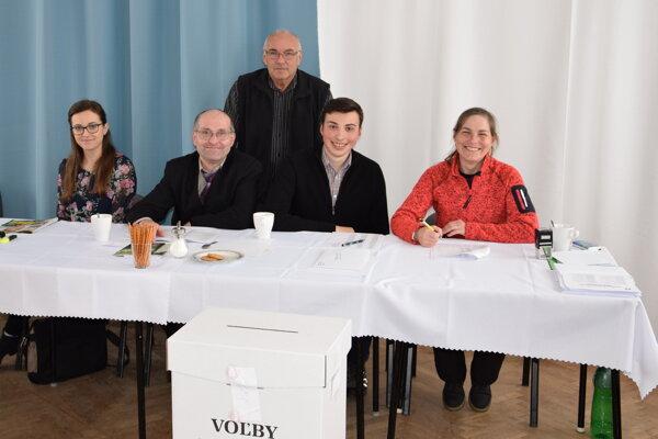 Volebná komisia v Socovciach.