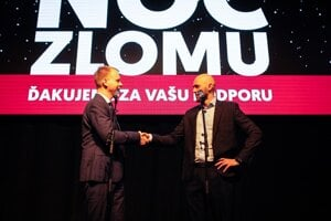 Voľby 2020:   iroslav Beblavý a líder koalície strán Progresívne Slovensko - Spolu Michal Truban v Bratislave počas volebnej noci.