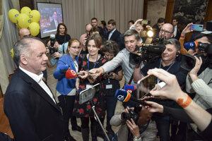 Voľby 2020: Predseda strany Za ľudí Andrej Kiska prichádza do volebnej centrály.