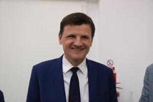 Voľby 2020: Predseda strany KDH Alojz Hlina počas volebnej noci v centrále strany KDH.