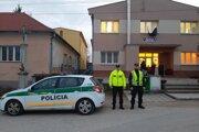Polícia dohliadala na priebeh volieb v celom kraji.