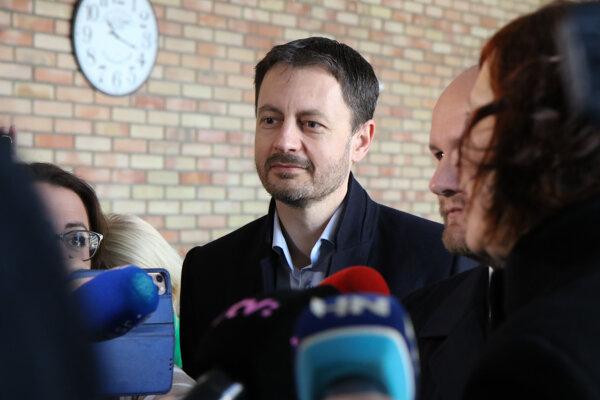 Voľby 2020: Člen hnutia OĽANO Eduard Heger prichádza na rokovanie.