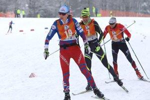 Na snímke zľava Alena Procházková, Peter Kasman a Richard Demeter súťažiaci v kategórii na 35 km.