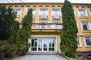 Zavreté zostalo aj Gymnázium Alberta Einsteina v Bratislave.