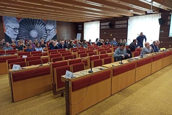 Minulotýždňové zastupiteľstvo v Liptovskom Mikuláši nebolo. Neprišlo naň dostatok poslancov.