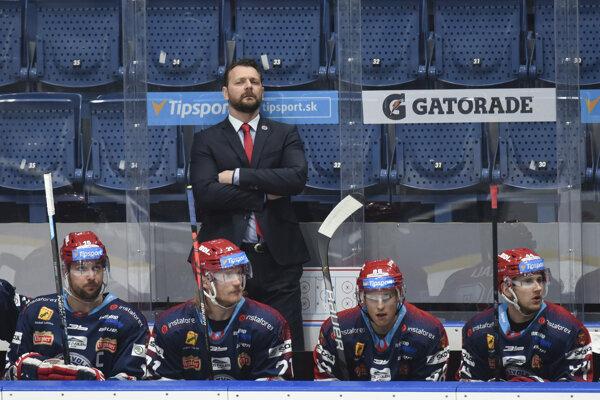 Andrej Podkonický na lavičke HKM Zvolen - ilustračné
