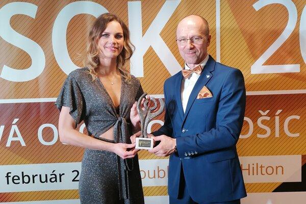 Lucia Cmárová s trénerom Petrom Onuščákom na nedávnom galavečere ŠOK 2019.