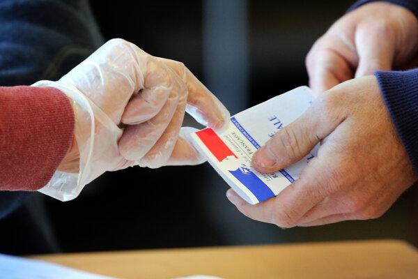 Vo Francúzsku sa začalo prvé kolo komunálnych volieb.