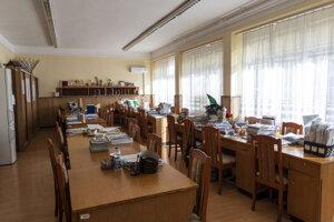 Prázdny učiteľský kabinet v základnej škole v maďarskom meste Níreďháza.