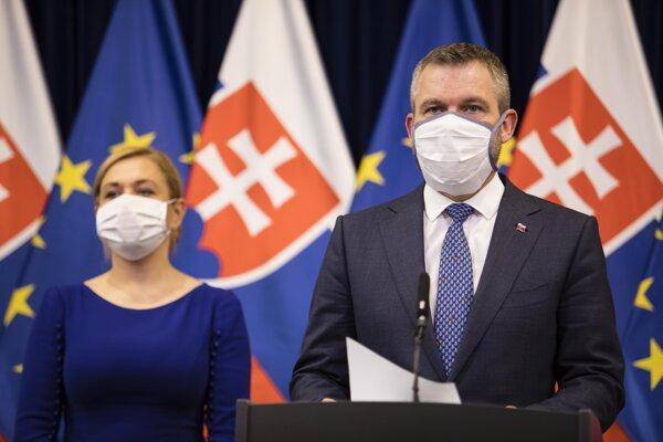 Predseda vlády SR Peter Pellegrini a ministerka vnútra SR Denisa Saková.