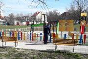 V pondelok uzatvorili všetky detské ihriská v meste.