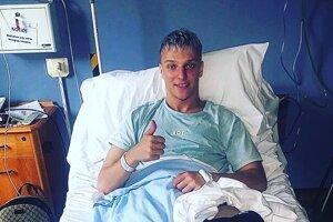 Michalovský stopér Šimon Kozák má po operácii. Verí, že žiadnu ďalšiu už nebude musieť podstúpiť.