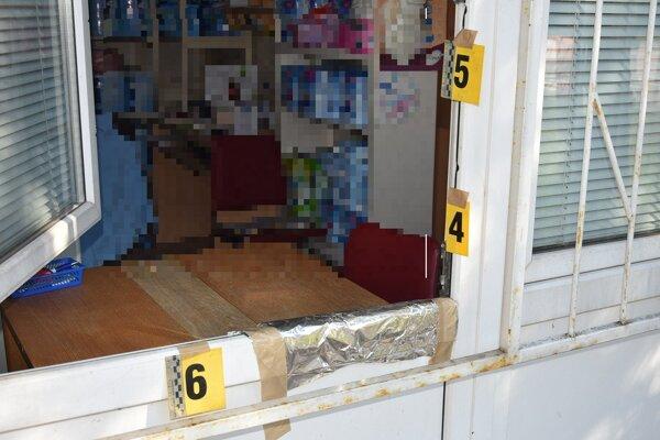 Páchateľ sa zameral najmä na peniaze, no vzal so sebou aj niekoľko škatuliek s liekmi.