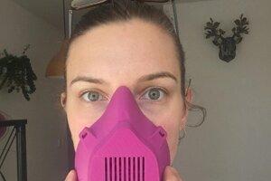 Trojdielna maska pre zdravotnícky personál.