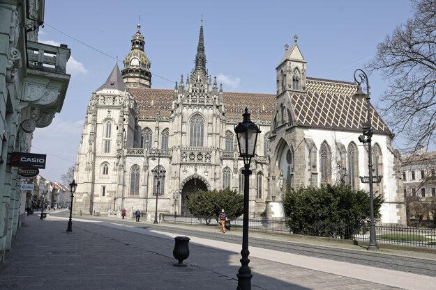 Dóm Svätej Alzbety uprostred Hlavnej ulice v Košiciach