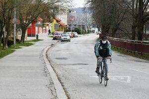 Policajti číhajú nielen na opitých vodičov, ale aj cyklistov.