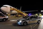 Na letisku v Bratislave pristálo lietadlo, ktoré priviezlo z amerického Washingtonu aj Slovákov.