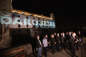 Potlesk zdravotníkom a hasičom na Bratislavskom hrade.