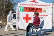Mobilné odberové miesto, ktoré je zabezpečované odborníkmi Červeného kríža a Regionálnym úradom verejného zdravotníctva Banská Bystrica.