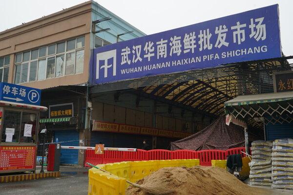 Trh s morskými plodmi a zvieratami vo Wu-chane.