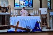 Svätú omšu vysielajú každý deň.