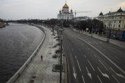 V Moskve platia v súvislosti s pandémiou koronavírusu prísne bezpečnostné opatrenia.