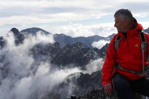 Slovenský režisér a scenárista Pavol Barabáš (60) nakrútil desiatky dokumentárnych filmov z hôr. Teraz sa vracia k tragédii na Mount Evereste.