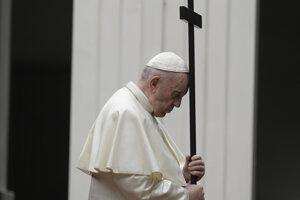 Pápež František slávil na Veľký piatok vo vatikánskej Bazilike sv. Petra pamiatku Kristovho umučenia.