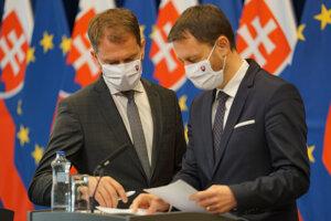 Igor Matovič a minister financií Eduard Heger počas tlačovej konferencie o poklese ekonomiky na Slovensku v tomto roku v dôsledku pandémie nového koronavírus.