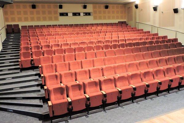 Kino Mier v Trstenej.