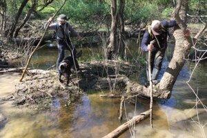 Záchranári prepátrali veľkú časť v okolí rieky Laborec.