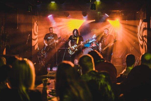 Po Ferovi Kuzmovi prevzal mikrofón gitarista Maťo.