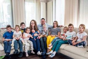 Márton Joób s manželkou a desiatimi deťmi.